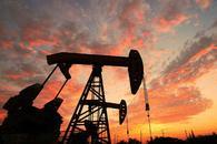 美元攀升至逾两周新高 原油进一步承压