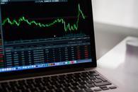 贸易担忧使得全球股市小幅走低