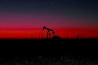 油价年内高位附近徘徊,多头继续上攻需克服两大阻碍