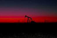 供应紧张抵消经济放缓忧虑,油价冲高回落小幅收涨