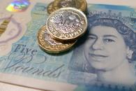 英国7月服务业PMI好于预期,英镑走高20余点,但硬脱欧担忧仍是最大利空