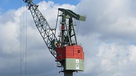 沙特产油设施遇袭,经济前景转乐观,美油涨逾2%收复56关口