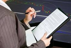 美国三大股指全线收涨 纳指、标普500指数创历史新高