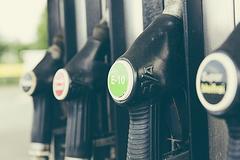 追随金融市场跌势 国际油价跌逾1%