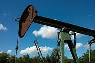 原油价格从近三个月高位回落 美油一度跌逾7%