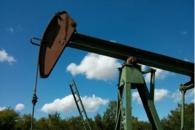 OPEC+叫停石油产量政策会议 国际油价从大幅下跌中回升