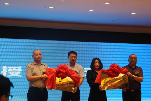 热烈庆祝目外商学院内蒙古分院授牌成立仪式顺利举行